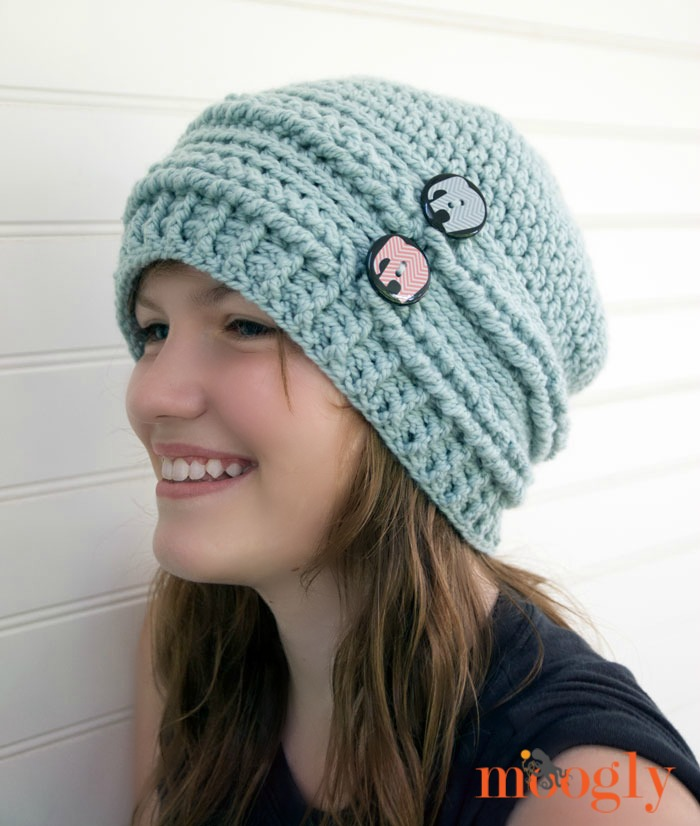 Ups and Downs Crochet Slouchy Beanie Free Crochet Pattern  |  via Crochetrendy