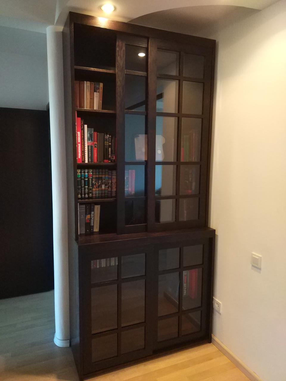 книжный шкаф сдвижные двери дуб массив