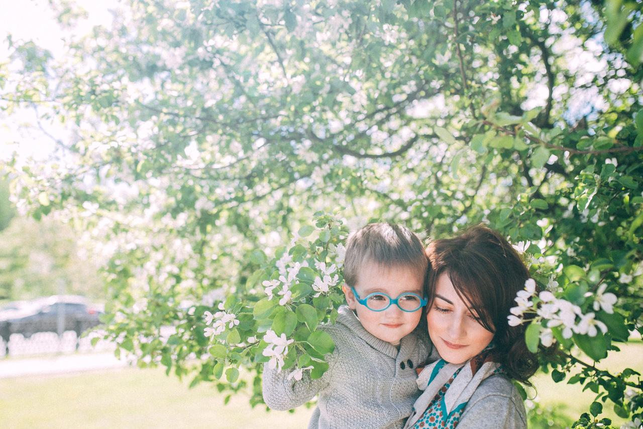 В поисках яблок - семейная фотосессия в яблонях Северодвинск свадебный фотограф Архангельска