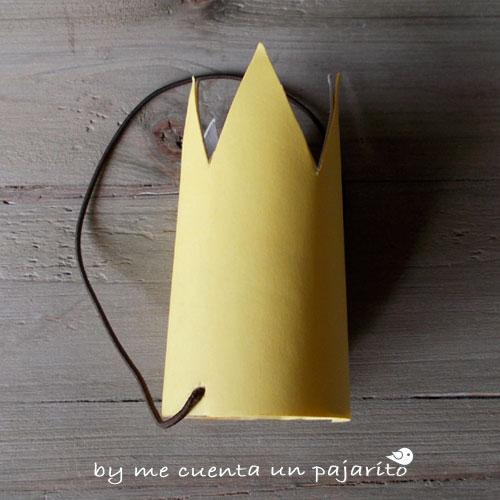 Corona de la fiesta de cumpleaños del explorador de safari con animales