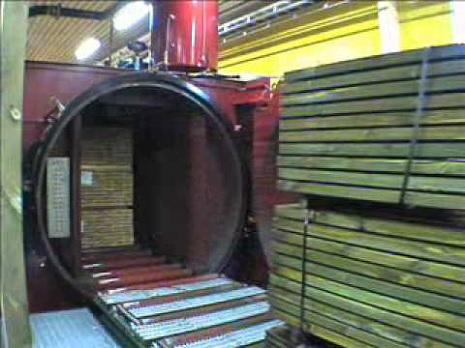 Обработка древесины в автоклаве, под давлением значительно продлевает срок службы дерева (гарантия 15 лет, срок службы от 25 до 75 лет)!