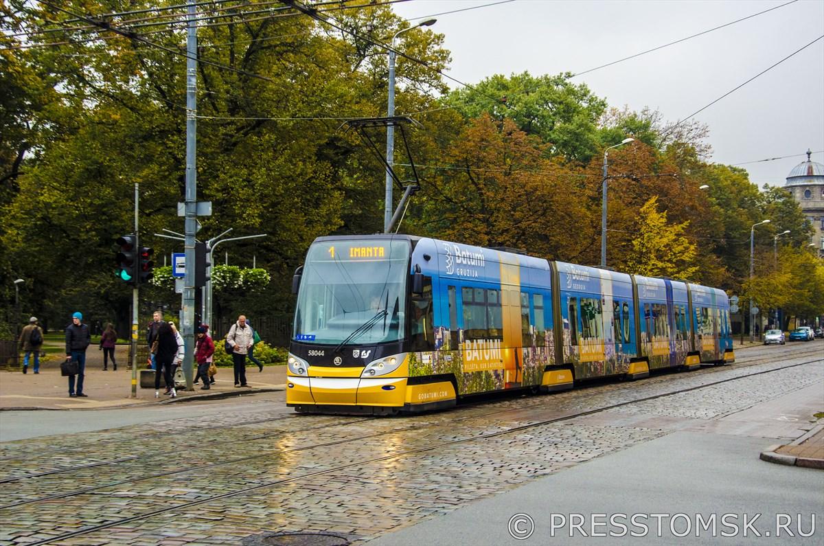 Трамвай на улице Krišjāņa Barona
