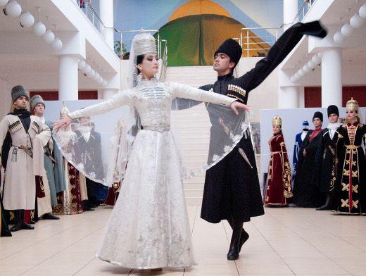 Танцы на адыгейской свадье