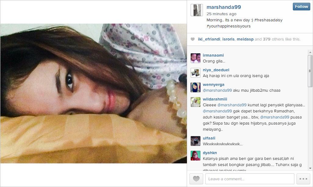 Posisi tidur Marshanda di waktu pagi hari yang diupload sendiri di akun Instagramnya