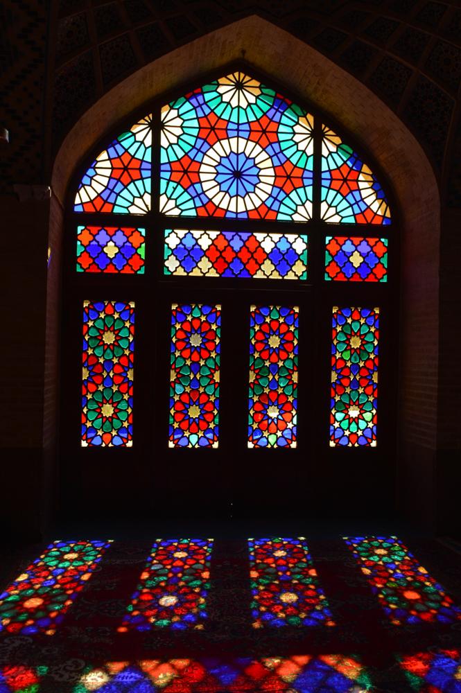 De mozaiekramen in de Nasir al-Mulk-moskee – Chineesvrije foto!