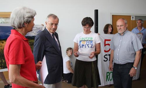 Unterschriften-Übergabe 2010 Unterschriften-Übergabe 2010