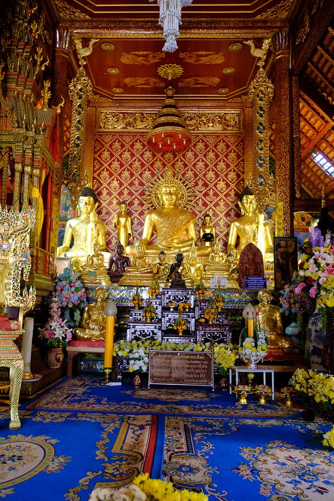 Tempels = boeddha's + goud + tierlantijntjes