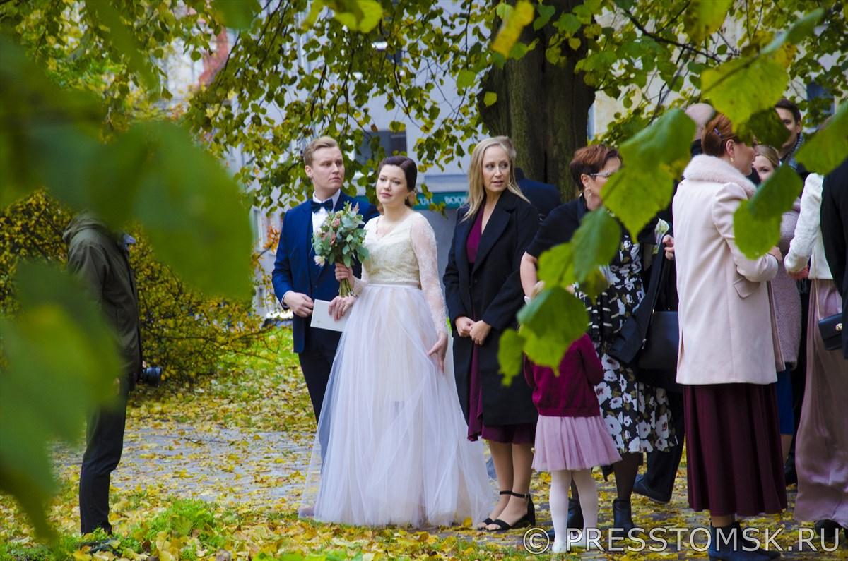 Свадебная фотосессия у Церкви Святого Николая (Niguliste)