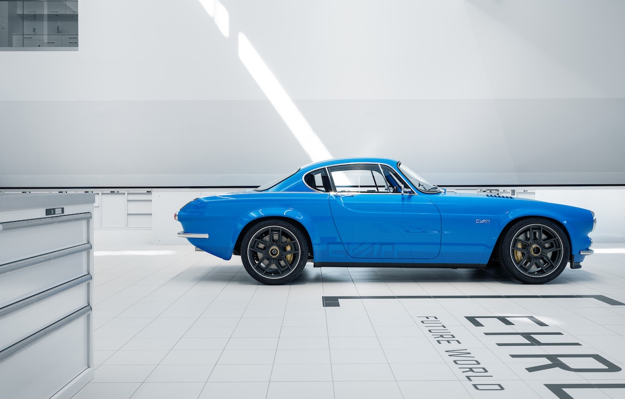 A closer look at the Volvo P1800 Cyan