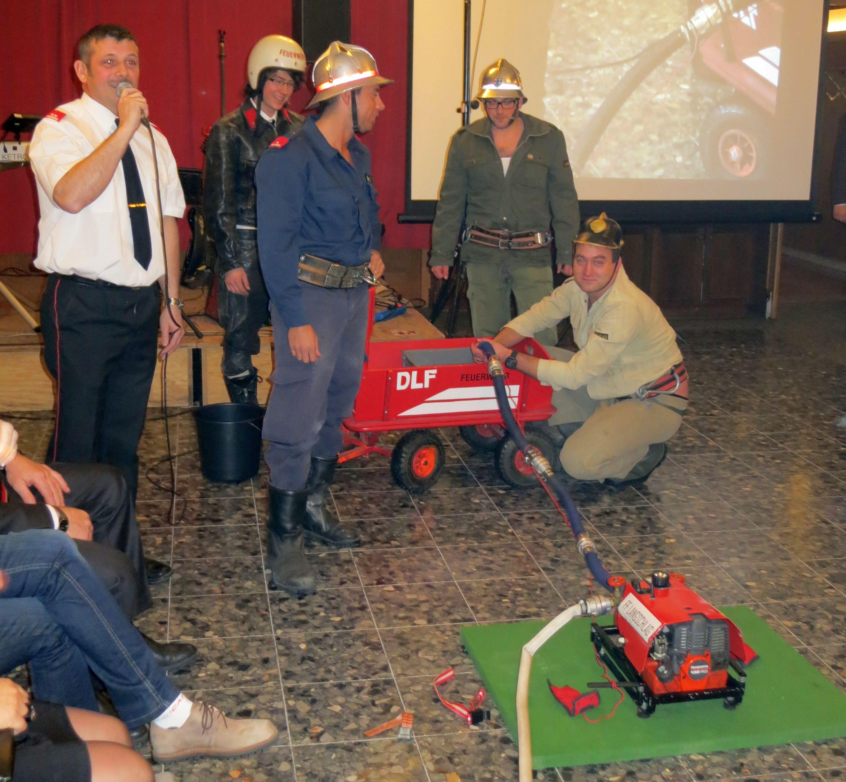 Der bewaehrte Moderator der Feuerwehr Schuebl Sigi
