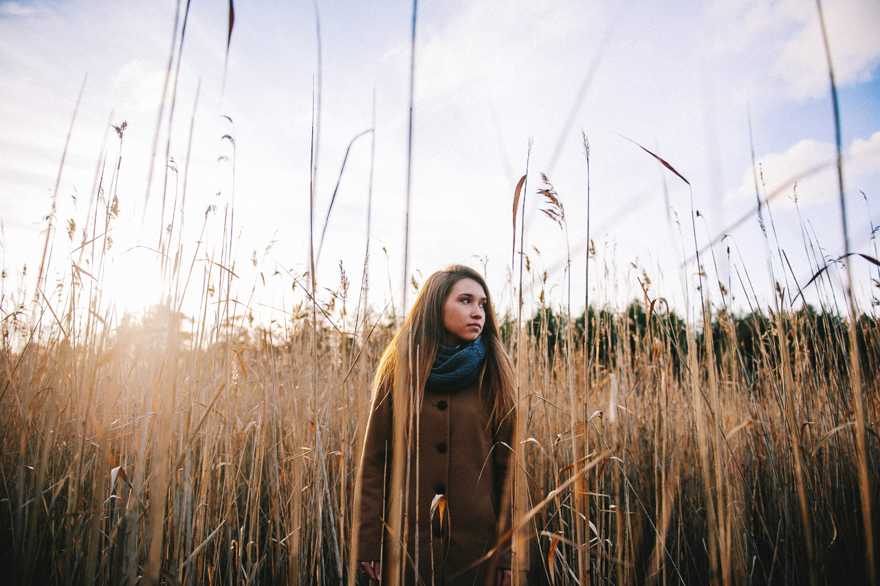 portretnaja-fotosessija-katja-v-osennem-lesu-svadebnyj-fotograf-arhangelska-portrait