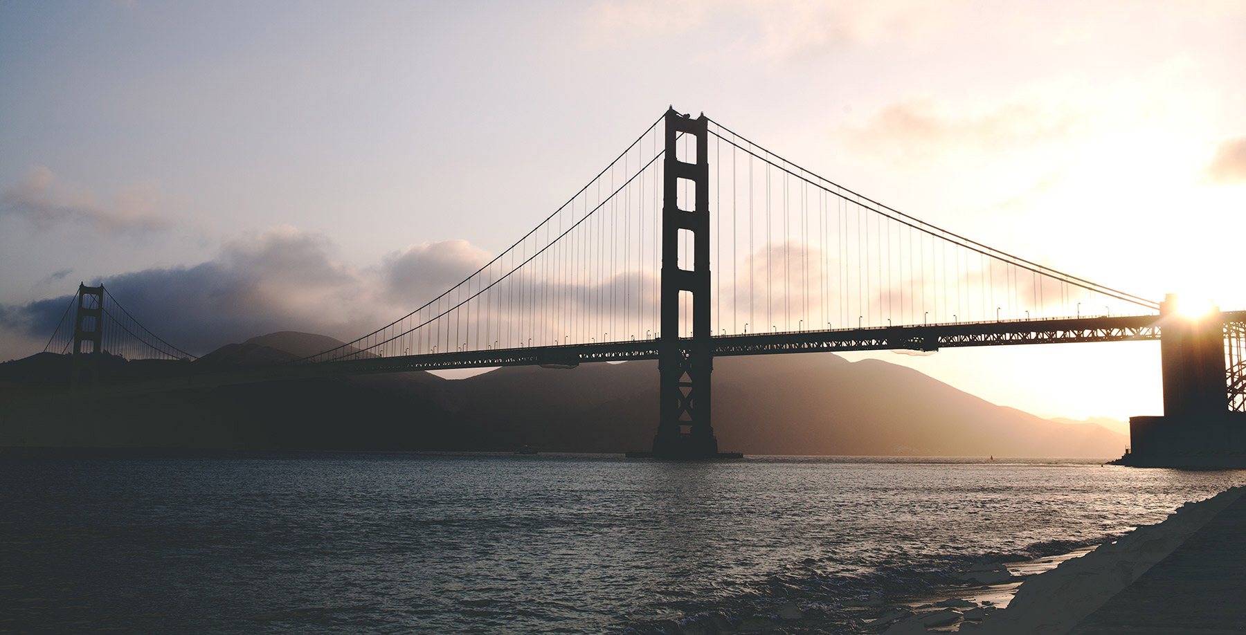 apple-desk-office-technology.jpg