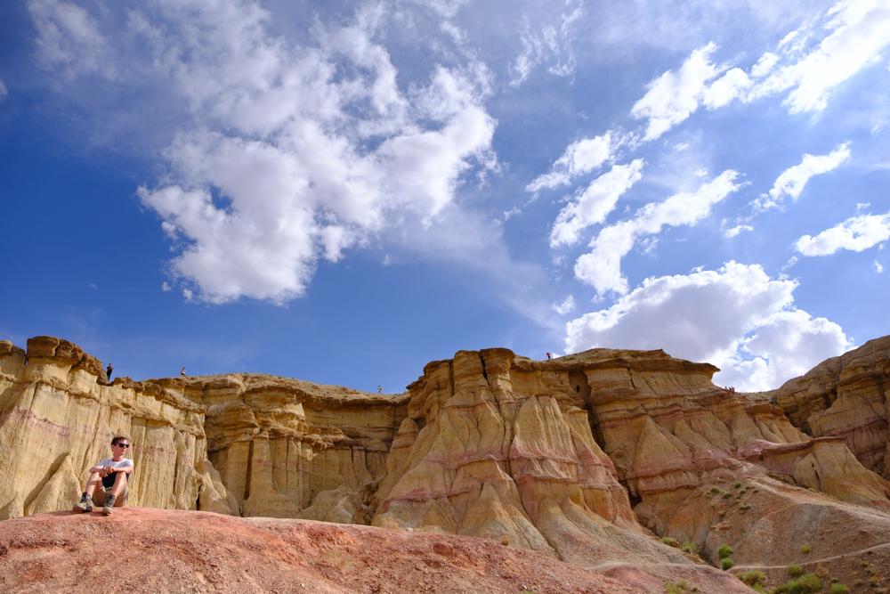 <em>Tsagaan Suvarga</em> of <em>The Great White Stupa</em> (maar verrassing: het is geen stupa?). Wind heeft miljoenen jaren geleden dit canyonachtige landschap gecreëerd. We waanden ons even op Mars, maar nee, het was nog steeds Mongolië!