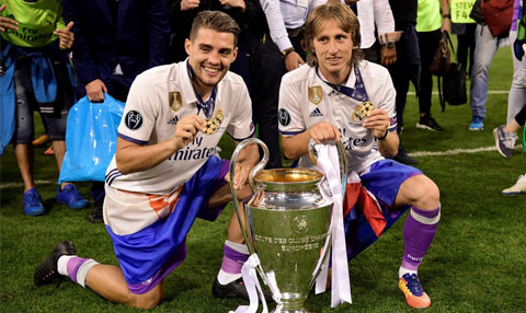Luka Modric nhận cup C1
