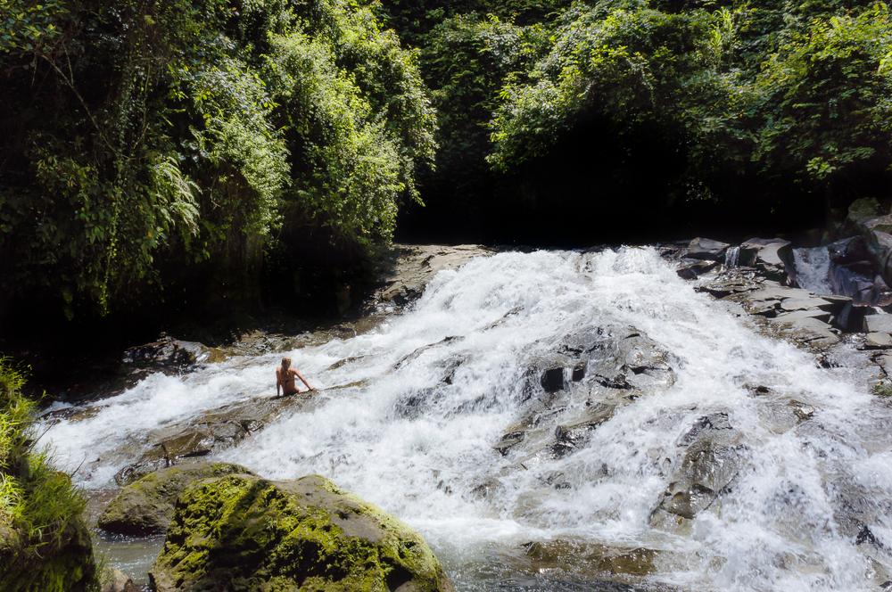 Uji Nyali di Air Terjun Goa Rang Reng Bali