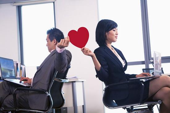 Мужчина и женщина на работе