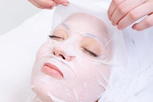 皮膚保養-擦防曬品未洗淨 美眉變成豆花妹