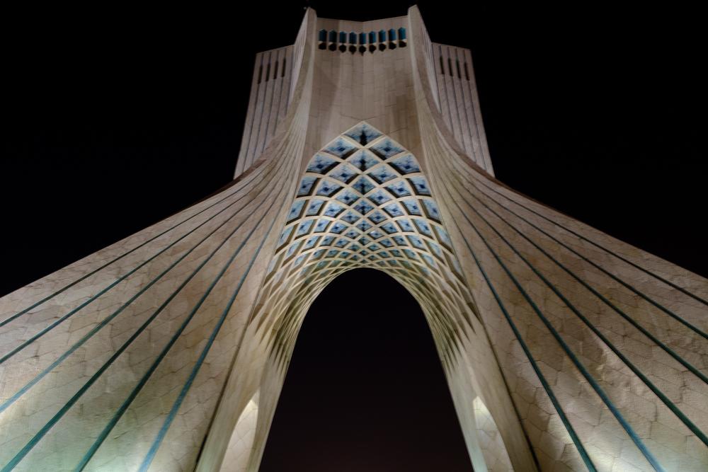 Azadi toren – een Perzische variant van de Arc De Triomphe