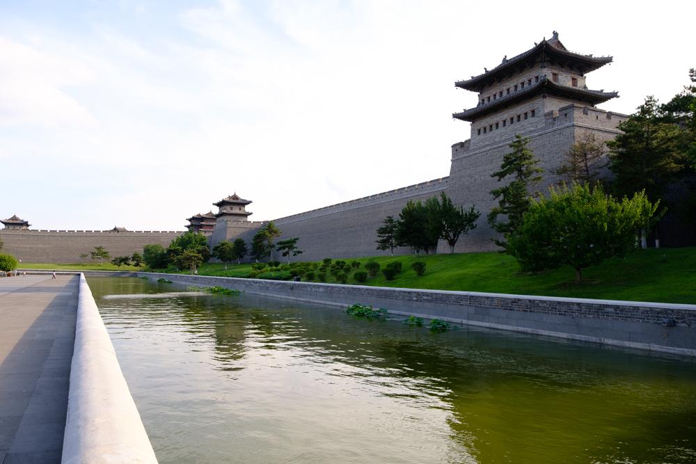 De stadswallen van Datong werden in 2010 helemaal heropgebouwd. Dit geeft wel nogal een Maasmechelen Village-gevoel.