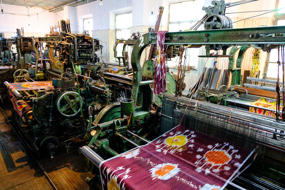 In de Sovjettijd zijn er (oorverdovende) weefmachines geintroduceerd en deze worden ook nog steeds gebruikt.