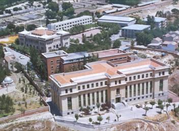 el Instituto Isabel La Católica a espaldas de la 1ª sede del Instituto Ramón y Cajal