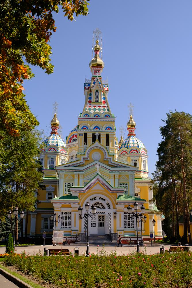De Zenkov kathedraal ziet eruit als een peperkoeken huisje