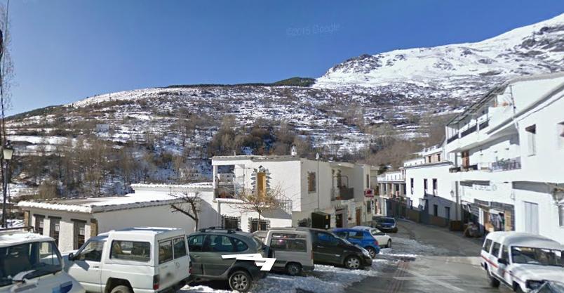 Vistas del Mulhacén desde el inicio de la ruta de senderismo, en Trévelez