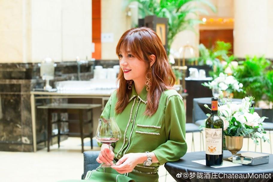 [2019.09.25] Triệu Vy dự tiệc rượu ra mắt vang Monlot tại Singapore
