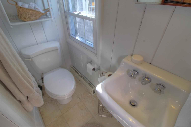 22 East Commercial Street 2nd Floor Suite Bathroom