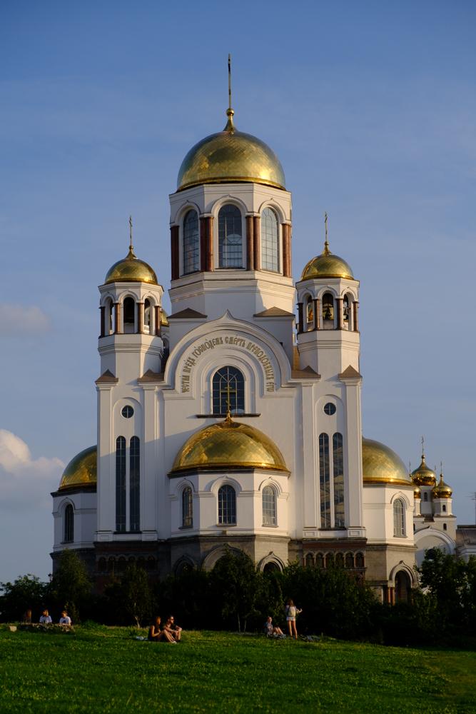De Kerk Op Het Bloed is in 2003 gebouwd op de plek waar een kleine 90 jaar eerder de laatste tsarenfamilie in Yekaterinburg geëxecuteerd werd.