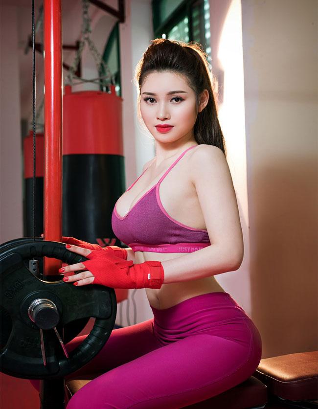 Hotgirl Đinh Bích Nhạn vạn người mê