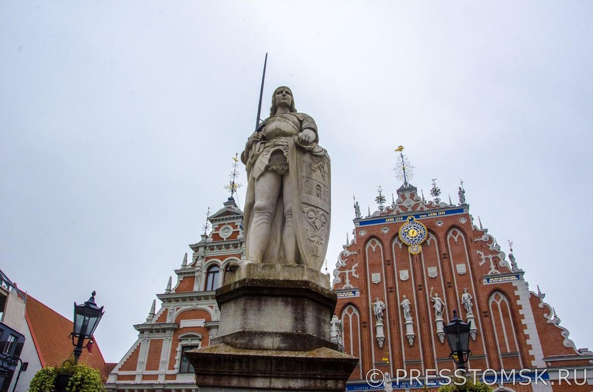 Статуя Рыцаря Роланда