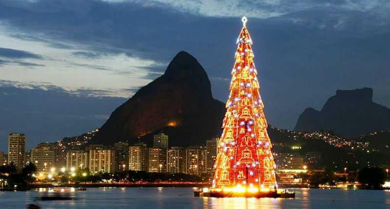 Плавучая ёлка в Рио-де-Жанейро