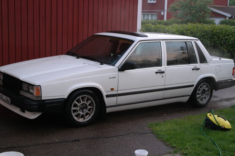 dl.dropboxusercontent.com/s/9gqu1a7asmrf4so/Volvo740_sedan_1987.jpg