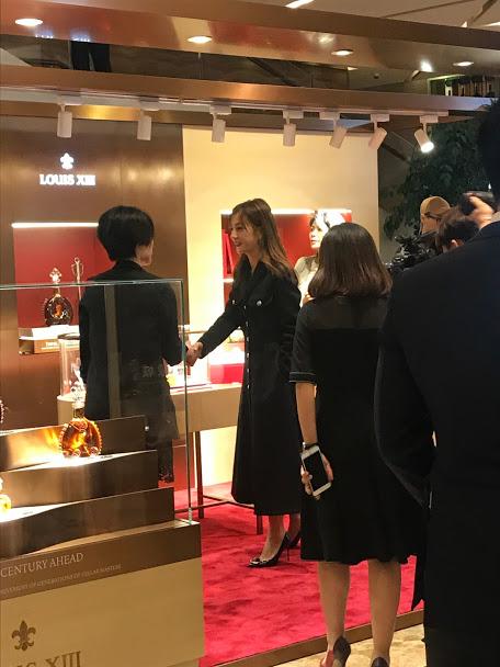 2018.14.12 | Triệu Vy dự lễ khai trương showroom hãng rượu LOUISXIII tại Thẩm Quyến