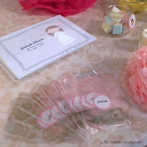 Álbum de firmas y fotografías personalizado y bolsitas transparentes con pegatinas personalizadas
