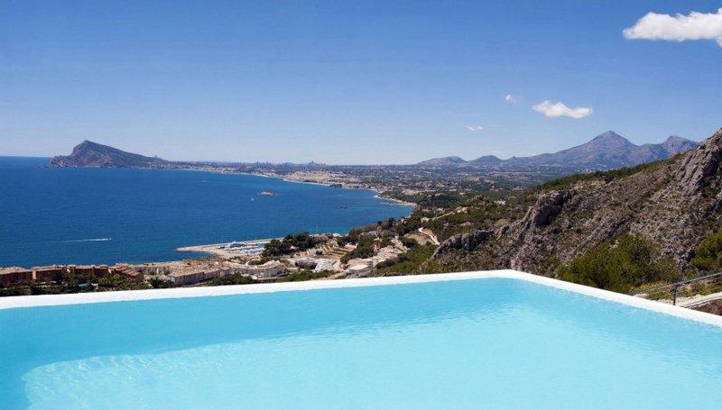 Cовременный дом Жемчужина Средиземноморья от Карлоса Жилярди