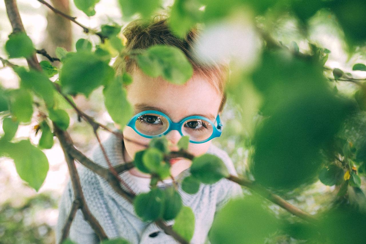 Позы для фотосессии в яблонях - семейная фотосессия в яблонях Северодвинск свадебный фотограф Архангельска