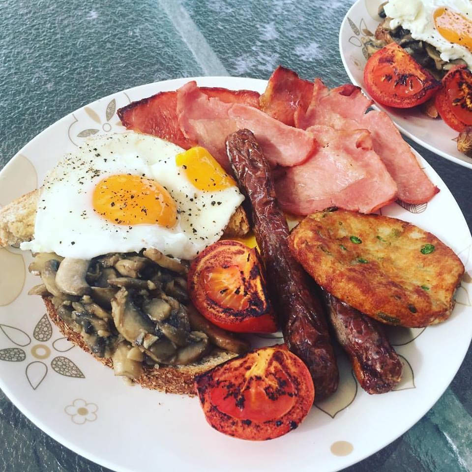 Big breakfast, bacon and eggs