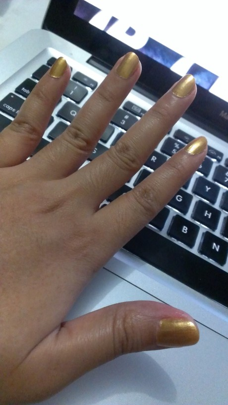 cover-image My gold nails