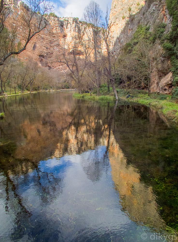 Lago del Espejo en el Monasterio de Piedra