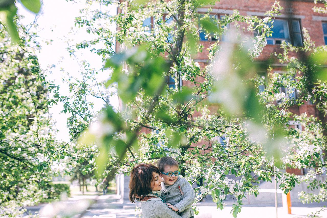 Обмнимашки - семейная фотосессия в яблонях Северодвинск свадебный фотограф Архангельска