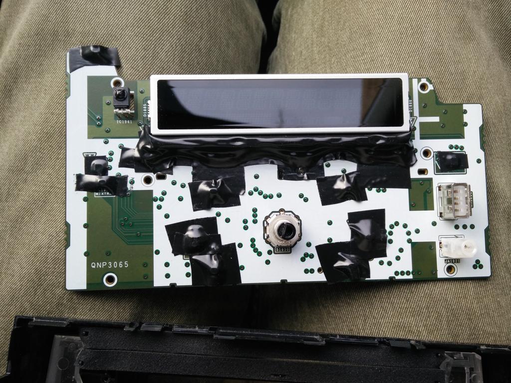 https://dl.dropboxusercontent.com/s/fkx76cghd4u4bmk/electrical_taped_headunit_zpspwghfphw.jpg?dl=0