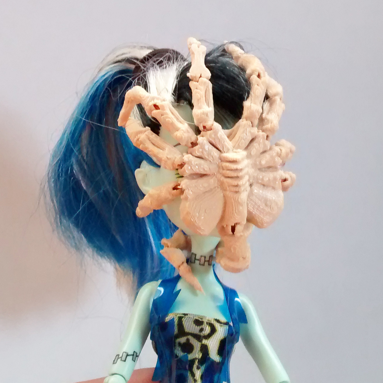 Mini 3D printed Face Hugger by Julie Sharpe