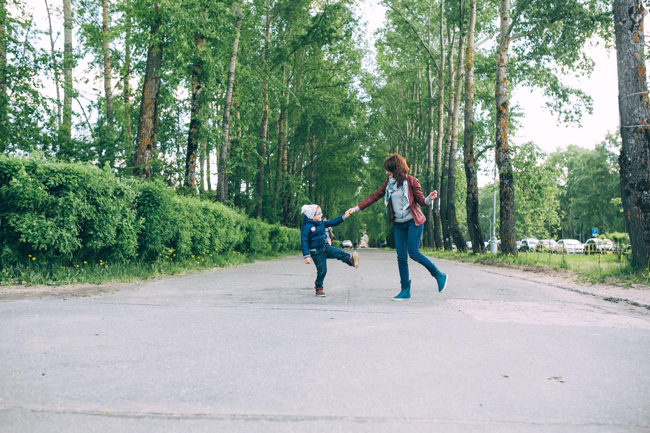 Путь домой - семейная фотосессия в яблонях Северодвинск свадебный фотограф Архангельска