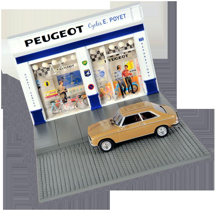 Une façade de concession de cycles Peugeot devant laquelle le coupé 304 est visiblement en infraction. Cliquez pour afficher en HD