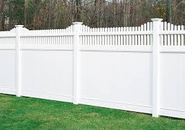 Image of scallopoed vinyl privacy fence in Phoenix AZ