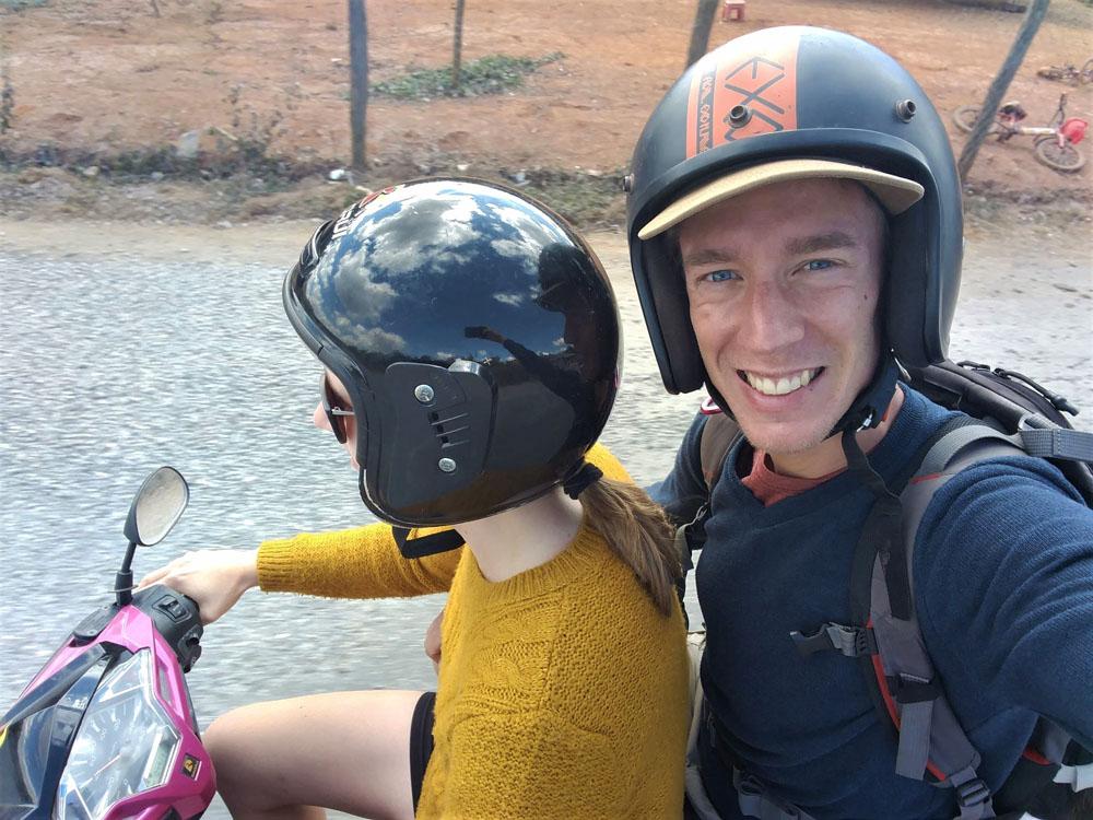 Scooteren in zuidoost-Azië, zoals de echte slippertrippers! Wel steeds verantwoord en mét helm, uiteraard.