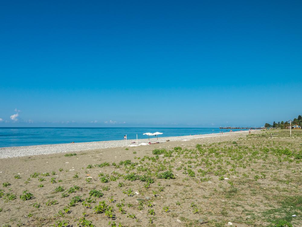 Пляж в Гаграх.