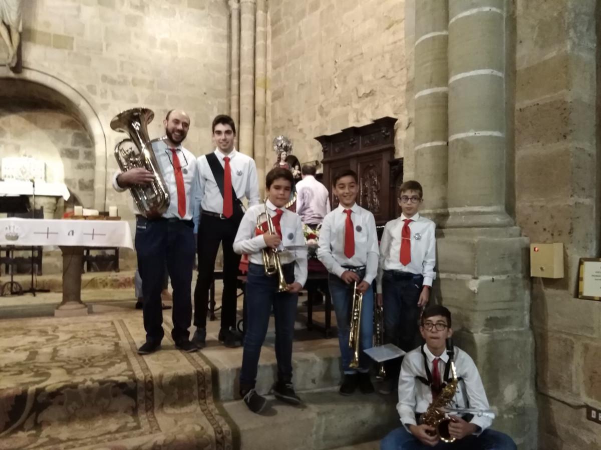 Los miembros de la banda de música que todos los años compañan la procesión